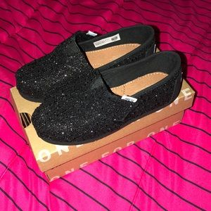 Girls TOMS Slip On Shoes w/ Velcro Strap